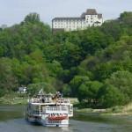 Schloss FÜRSTENBERG – Blick von der Weser zum Schloss