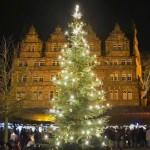 Schloss Hämelschenburg - Weihnachtsmarkt mit Blick auf die beleuchtete Ostfassade des Schlosses