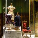 Kleid und Uniform in der Ausstellung [4]
